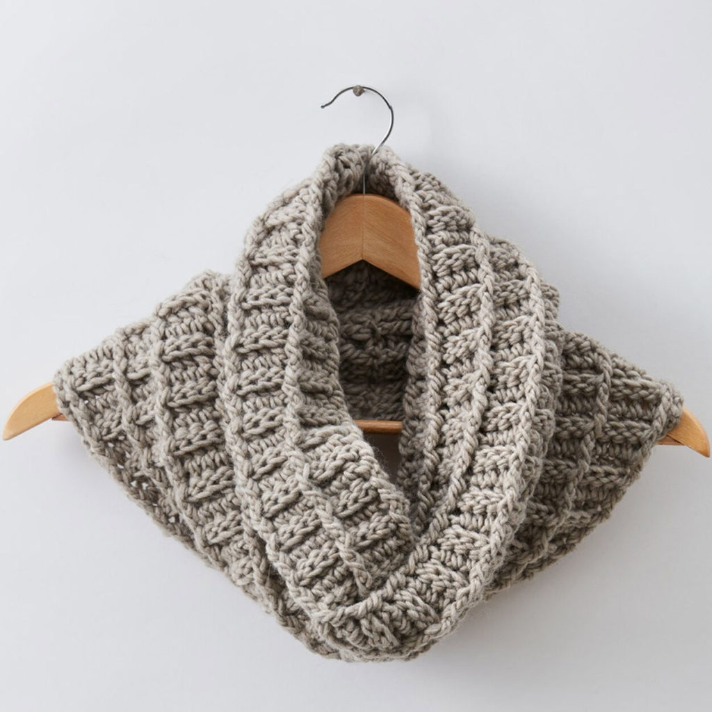 PATONS WAFFLIN AROUND CROCHET COWL Free Crochet Pattern
